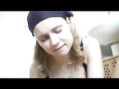 Грудастая шлюха в видео от первого лица сосёт член и делает любительский фут фетиш