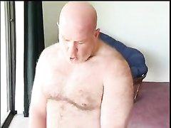 Зрелый мужик в любительском видео натянул худощавую молодую блондинку