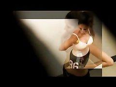 Скрытая камера снимает домашнее видео с подглядыванием за голыми леди