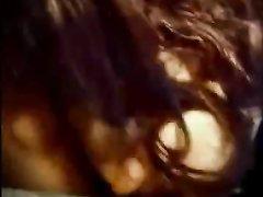 Женщина в домашнем видео от первого лица дрочит член большими сиськами