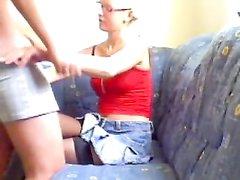 Немецкая блондинка в чулках в любительском видео после минета трахается