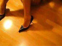 Латинская красотка в любительском видео от первого лица крупным планом сосёт член