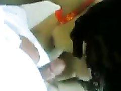Арабская соблазнительница в нижнем белье ласкает член в любительском видео