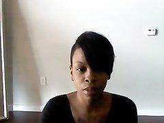Стройная негритянка с большой попой в любительском видео горячо танцует