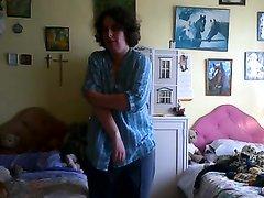 Онлайн домашний стриптиз и мастурбация перед вебкамерой от зрелой женщины