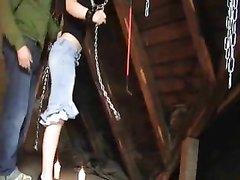 Домашний хардкор со стройной развратницей снят на видео с жёстким БДСМ