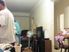 Любительское подглядывание через скрытую камеру за сексуальной женщиной