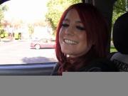 Рыжая девушка в любительском видео делает шикарный минет через дырку в стене