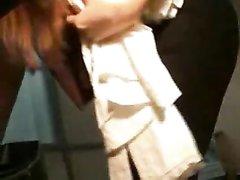Любительское подглядывание за фигуристой красоткой тайно снято на видео