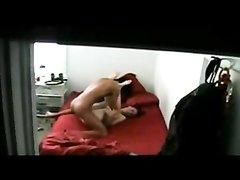 Подглядывание в любительском видео за белой красоткой и смуглым поклонником