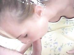 Невеста в нижнем белье и чулках в любительском видео трахается с женихом