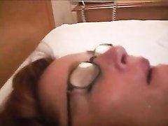 Белая рыжеволосая дама в домашнем видео подставила зрелую щель чёрному члену