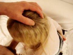 Блондинка в колготках перед домашним анальным сексом с минетом дрочит попу