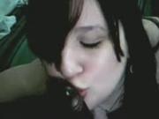 В видео от первого лица любительский минет негру делает белая проститутка