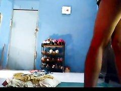 Индийская красотка перед скрытой камерой наслаждается домашним сексом