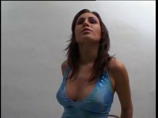 Фигуристая немка на съёмке разделась для любительского секса с оператором