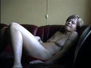 Скрытая камера снимает домашнюю мастурбацию зрелой дамы с секс игрушкой