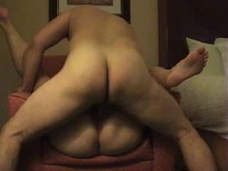 Зрелая толстуха желая домашнего секса совершила супружескую измену с соседом