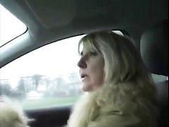 Пышная зрелая блондинка для группового секса с буккакэ встретилась с любовниками