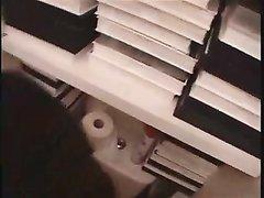 Смуглая брюнетка в домашнем видео трахается после взаимной мастурбации