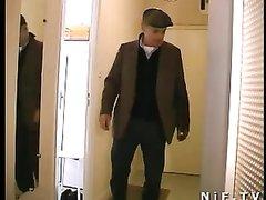 Ретро анальное видео в групповом варианте со зрелой французской домохозяйкой