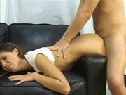 Домашний анальный секс на диване со зрелой дамочкй снят крупным планом