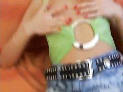 Молодая блондинка дрочит киску вибратором перед домашним сексом с окончанием внутрь