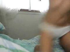 Худая любительница в постели онлайн показывает волосатую киску на вебкамеру