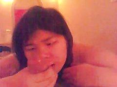 Пышная азиатка делает домашний минет в видео от первого лица и трахается в киску