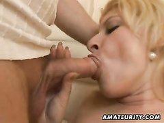 Толстая зрелая блондинка с большими сиськами достойна любительского секса