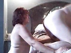 Рыжая зрелая развратница в любительском видео делает римминг партнёру