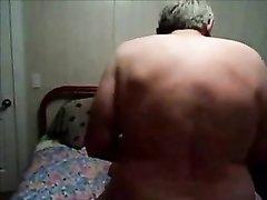 Вечером после работы мужа ждёт любительский секс со зрелой женой в чулочках
