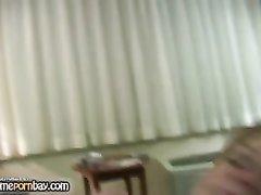 Зрелая блондинка за деньги в любительском видео от первого лица исполнила минет
