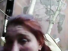 Любительский минет в русском видео от первого лица делает рыжая шалава