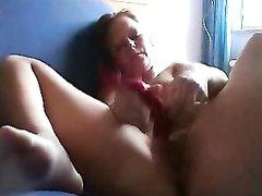 Онлайн любительская мастурбация киски перед вебкамерой от молодой леди