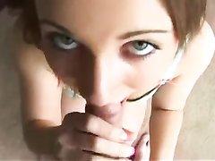 Молодая красотка в видео от первого лица исполнила любительский минет