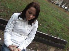 Молодая брюнетка с маленькими сиськами в любительском видео с буккакэ