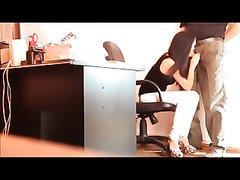 Любительский минет на скрытую камеру в интимном видео делает девушка на собеседовании
