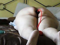 Домашняя анальная мастурбация с секс игрушкой от зрелой и толстой латинки