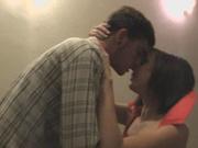 Женщина в чулочках пригласила домой коллегу для секса и раздвинула ноги