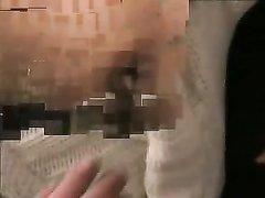 Немецкая кокетка в чулках строчит минет перед любительским анальным сексом
