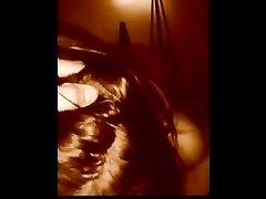 Итальянская соблазнительница в домашнем видео от первого лица сосёт член