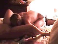 Любительский секс лесбиянок в просторной постели запечатлела скрытая камера