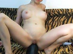 Любительская анальная мастурбация развратницы с огромной секс игрушкой