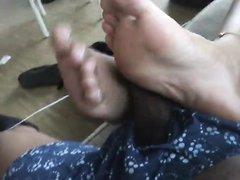 Везунчику в видео от первого лица получает домашний фут фетиш от развратницы