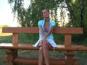 Молодая леди с маленькими сиськами в русском видео в парке нашла любовника