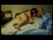 Перед скрытой камерой брюнетка получает кайф от домашнего секса с соседом