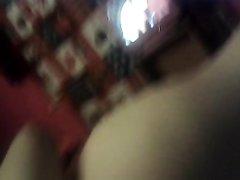 Волосатую киску грудастой толстухи в домашнем видео дрочат интимными игрушками