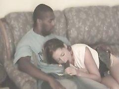 В любительском видео супружеская измена белой красотки с пылким негром