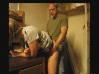 Похотливая блондинка признаёт любительский секс только с окончанием внутрь
